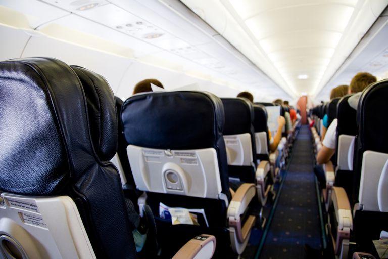 Pasajeros en un vuelo hacia Estados Unidos pueden necesitar un advance parole o permiso de viaje.