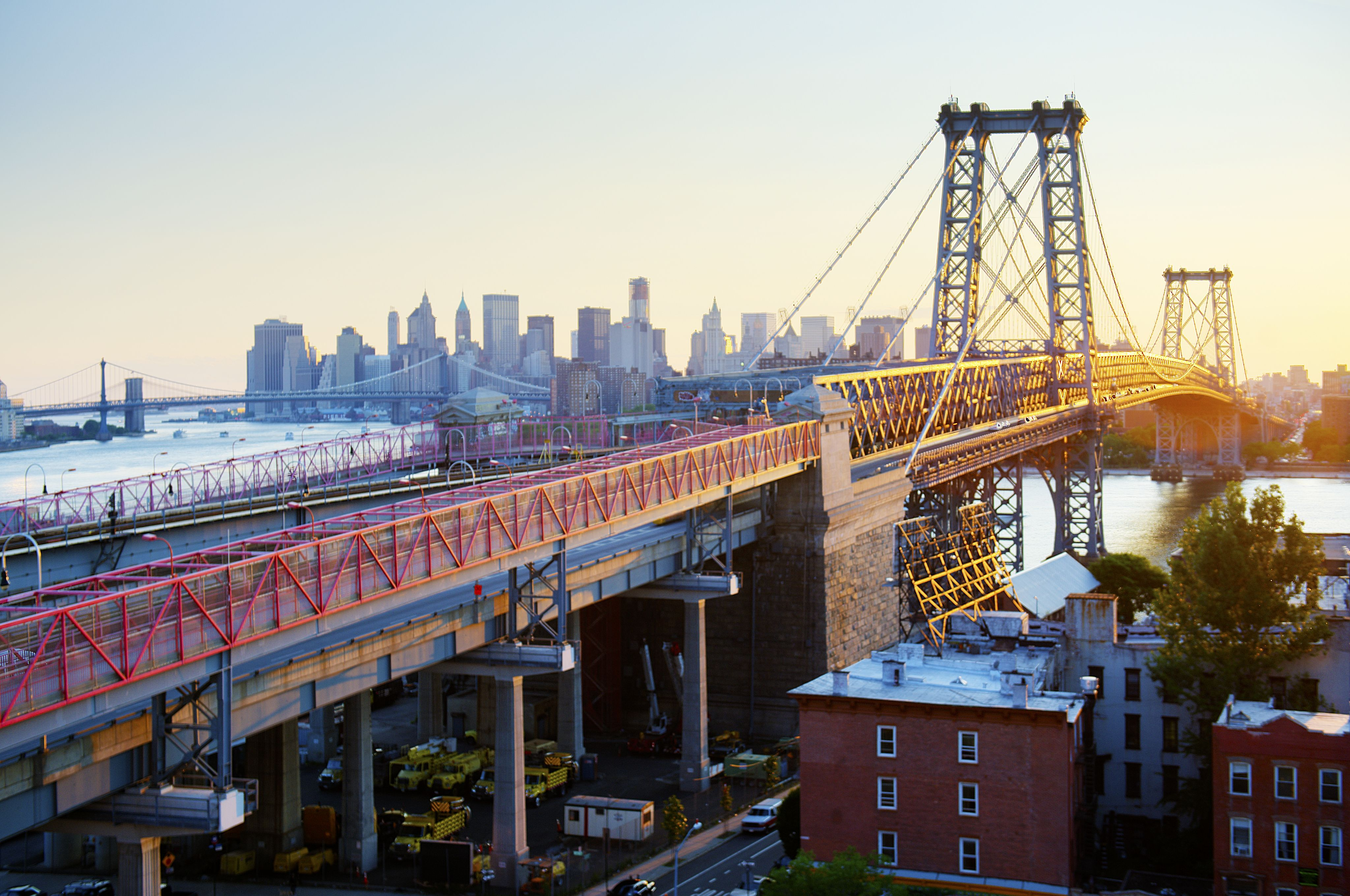 the williamsburg bridge walking and cycling. Black Bedroom Furniture Sets. Home Design Ideas