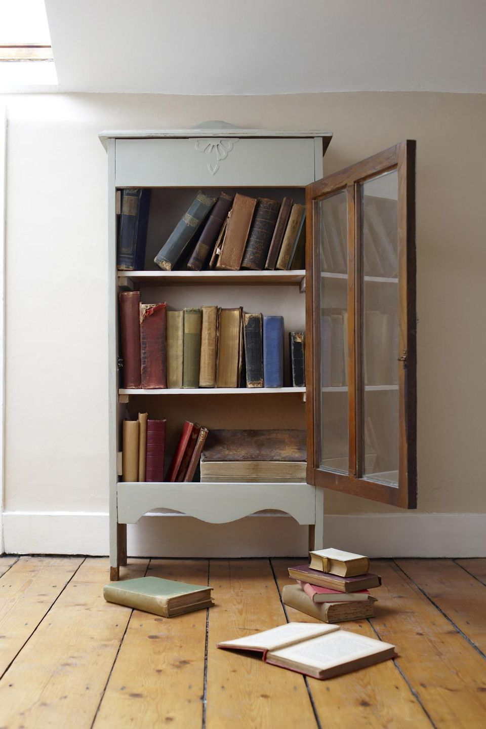 How To Refurbish An Old Bookcase - Old book case