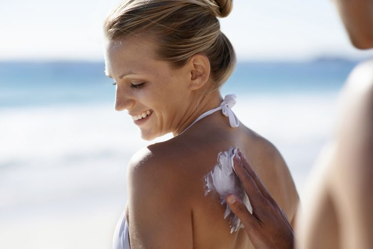 Coconut oil may help to soothe minor sunburns.