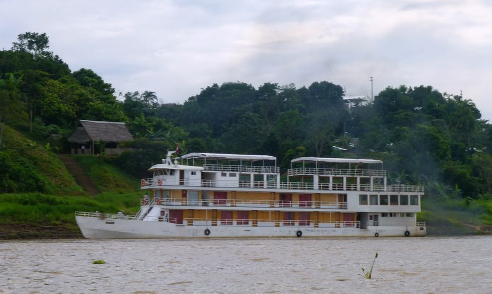 Queen Violeta riverboat overview