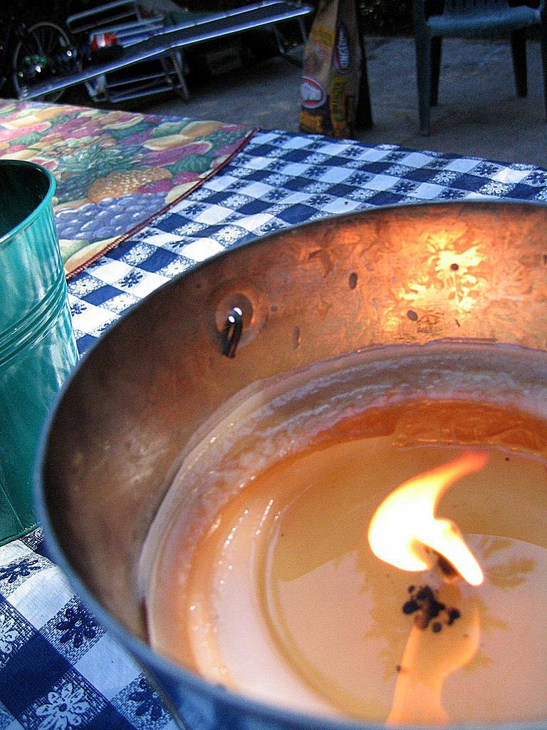Make Your Own Citronella Bucket Candles
