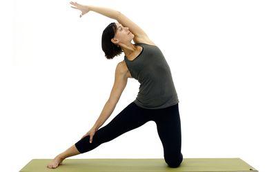 how to do side crow yoga pose parsva bakasana