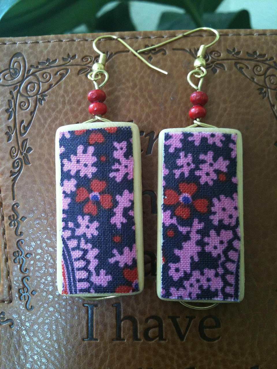 How to Make Fabric Jewelry Using Your Scraps