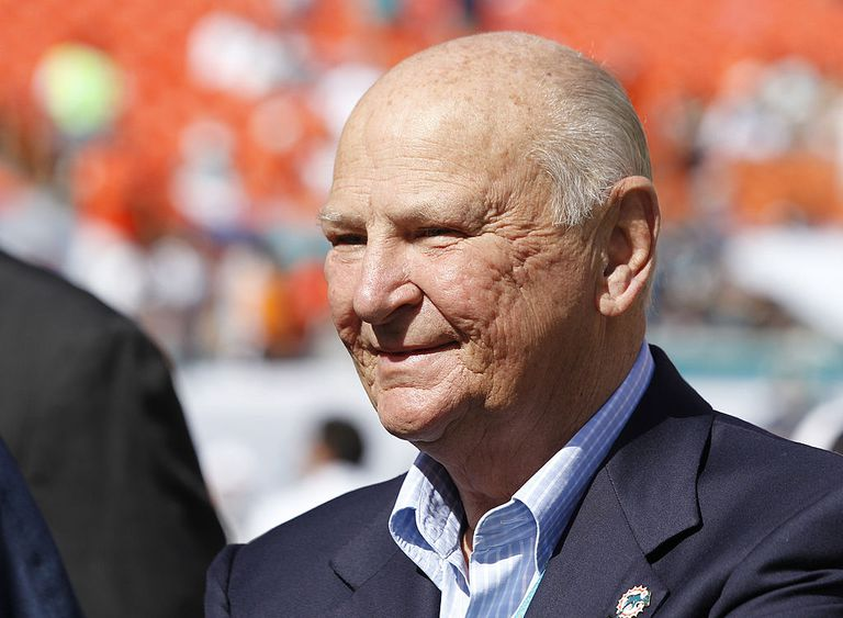 Wayne Huizenga: Biography of the Founder of Waste Management
