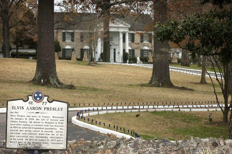 historic marker for Elvis Aaron Presley in front of Graceland mansion