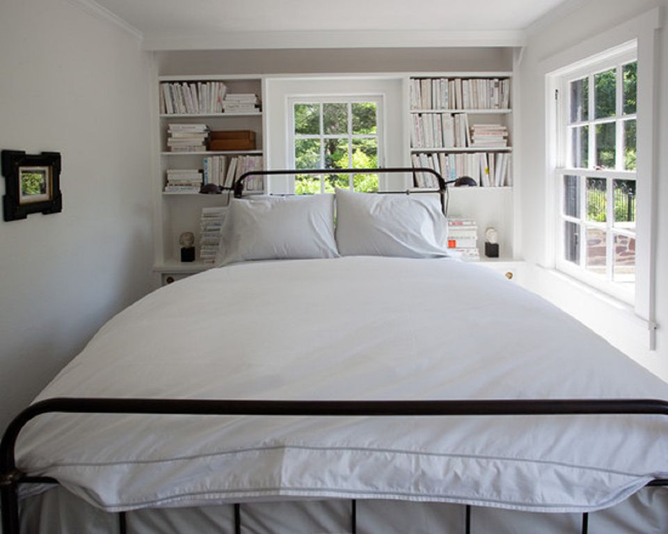 Make Your Small Bedroom Look Larger. Ways to Make a Small Bedroom Look Bigger