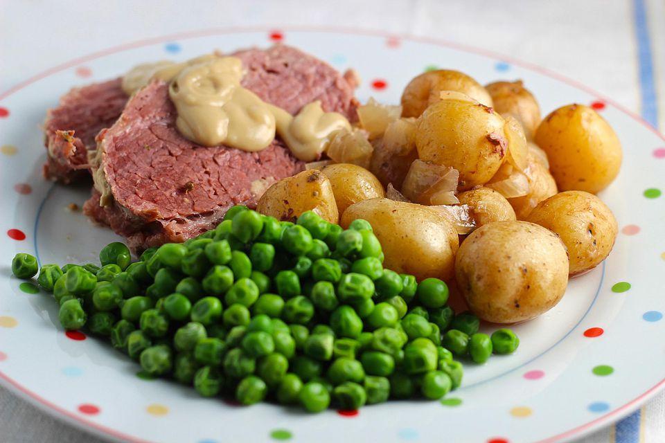 Crockpot-Corned-Beef-and-Creamer-Potatoes.jpg