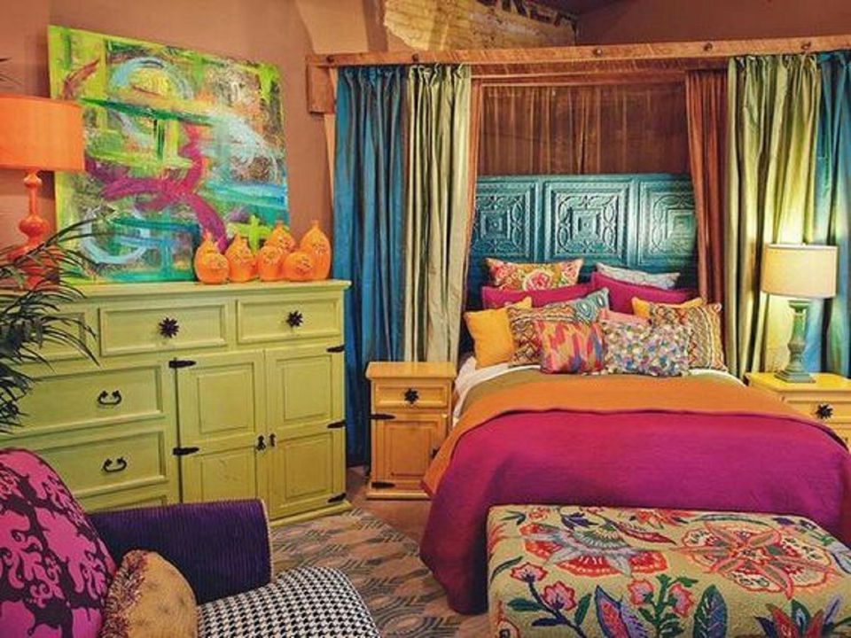 Decorating with a triadic color scheme in the bedroom for Orange and green bedroom designs