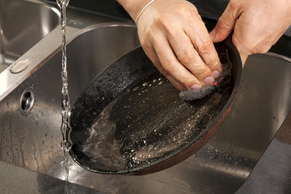 Cleaning a frying pan