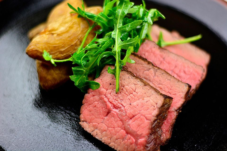Rare steak with potatoes and arugula