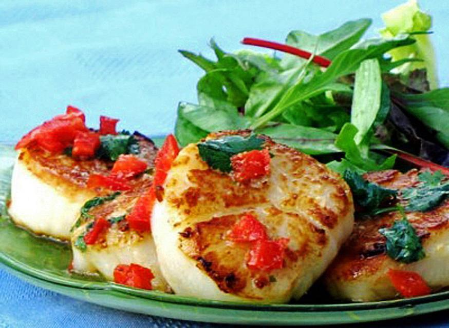 Thai Scallops with Salad