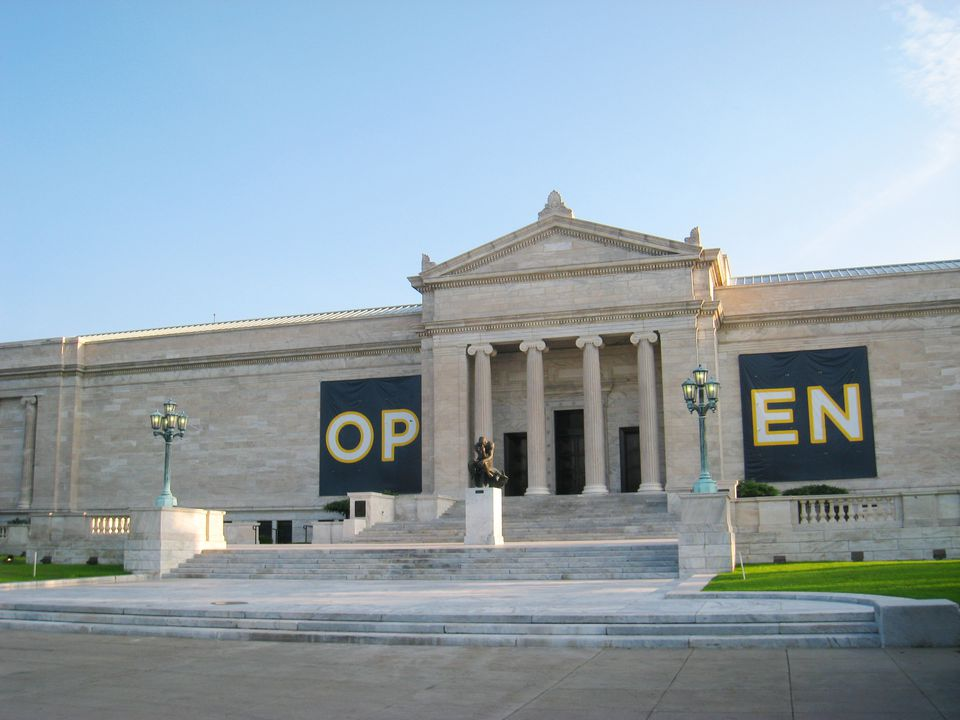 Entrance of the old wing of the museum with the thinking man out front