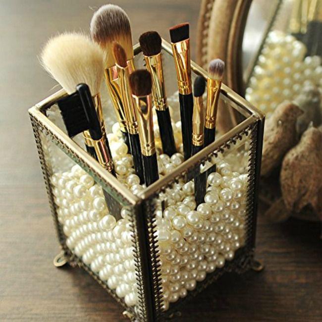 Makeup brush organization