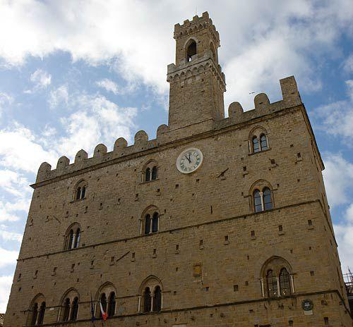 volterra clock tower, volterra photos, palazzo dei priori