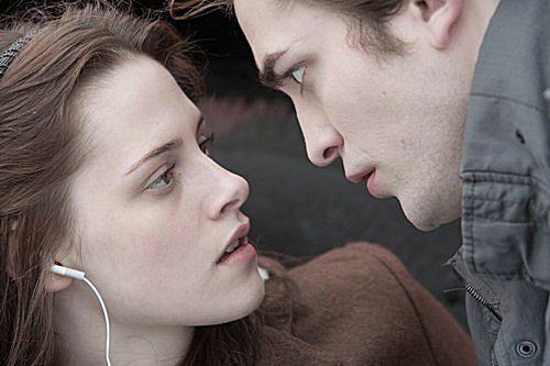 Kristen Stewart and Robert Pattinson photo from Twilight