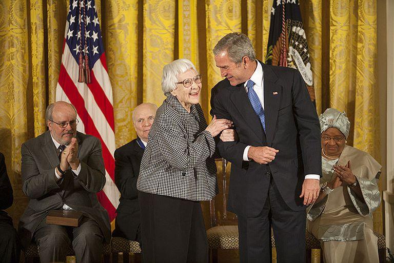 Harper Lee recibe la Medalla Presidencial de la Libertad