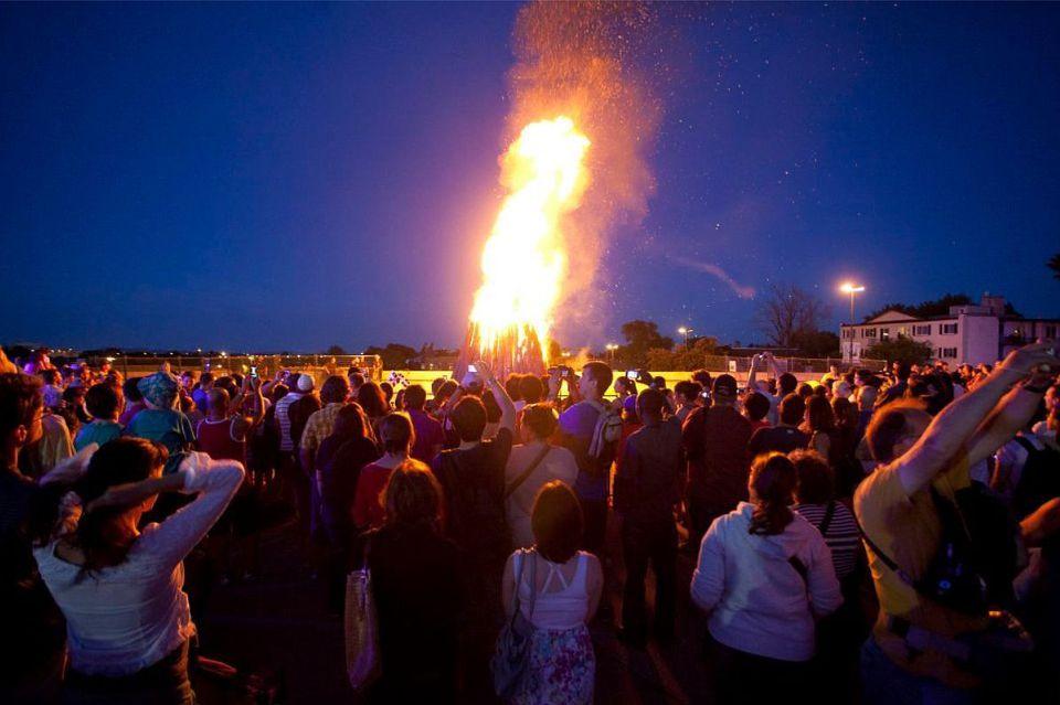 Montreal Fête Nationale Bonfire 2015: Feu de Joie de la Saint-Jean