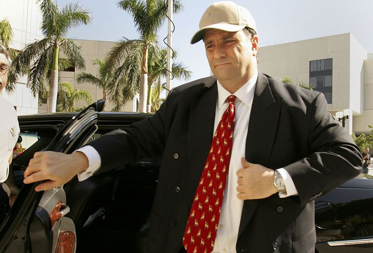 Former lobbyists Jack Abramoff getting out of a car in Miami