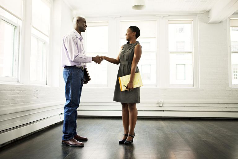 What to Say in a Goodbye Letter When Leaving a Job