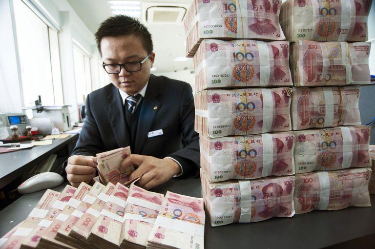 Clerk Counts Yuan