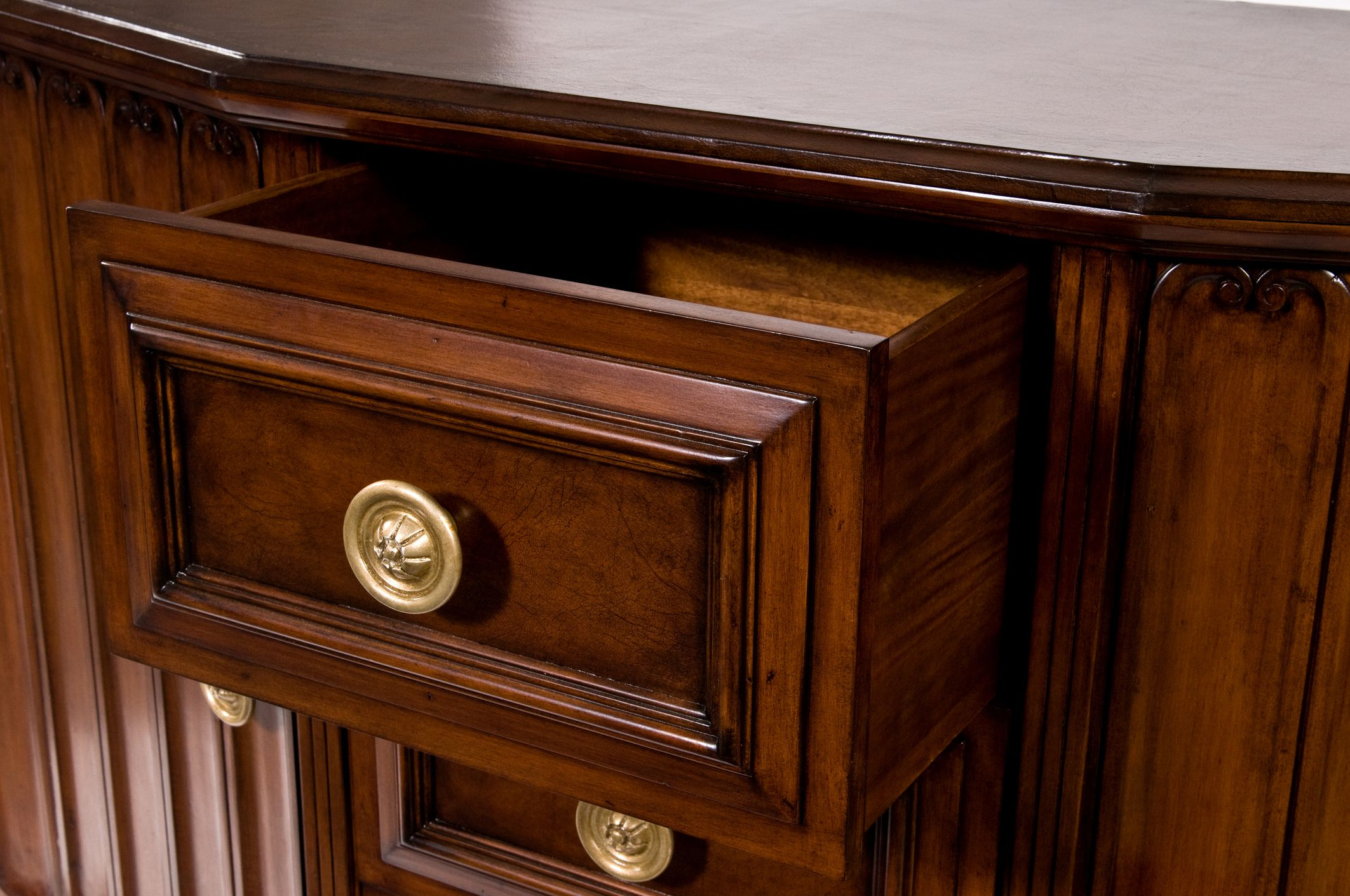 Helpful hints for buying walnut furniture