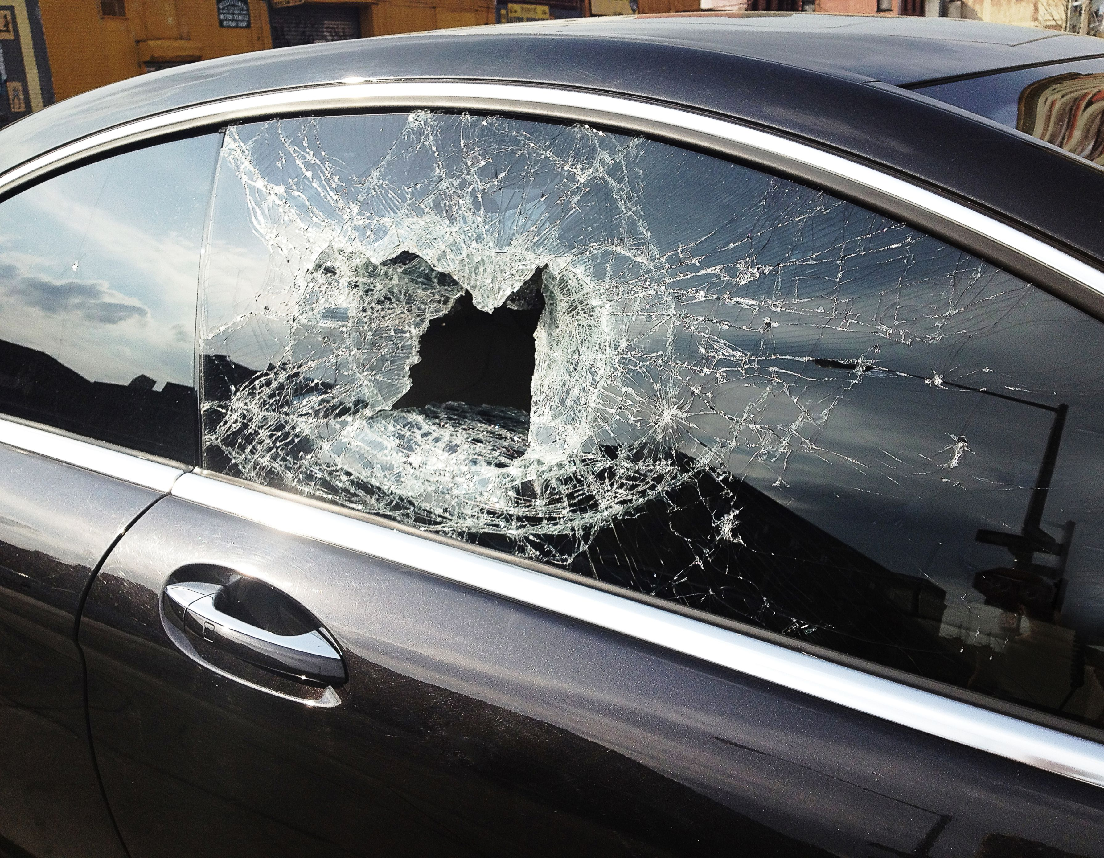 Find out who 39 s liable if a golf ball hits your car for Where can i get my window motor fixed