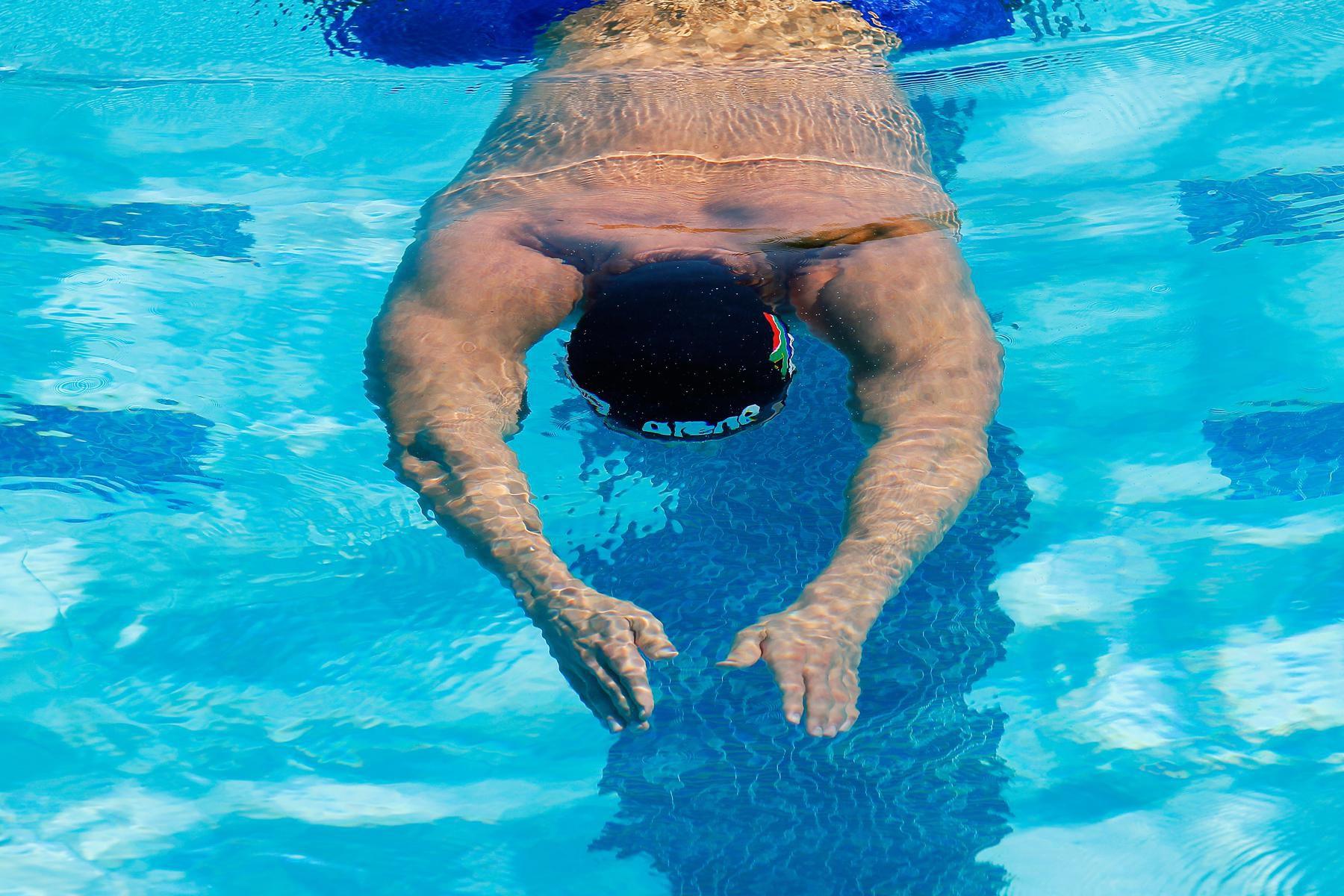 Swimming Pool Training : Swimming workouts build to a meter or yard swim