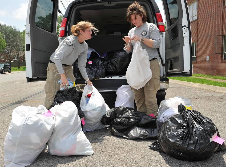 Tide's Loads Of Hope Mobile Laundry Program Heads To Nashville - Day 2
