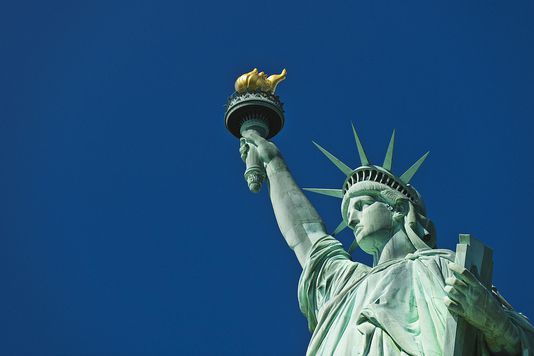 descriptive essay on the statue of liberty The statue of liberty, officially named liberty enlightening the world, is a monument symbolising the united statesthe statue is placed.