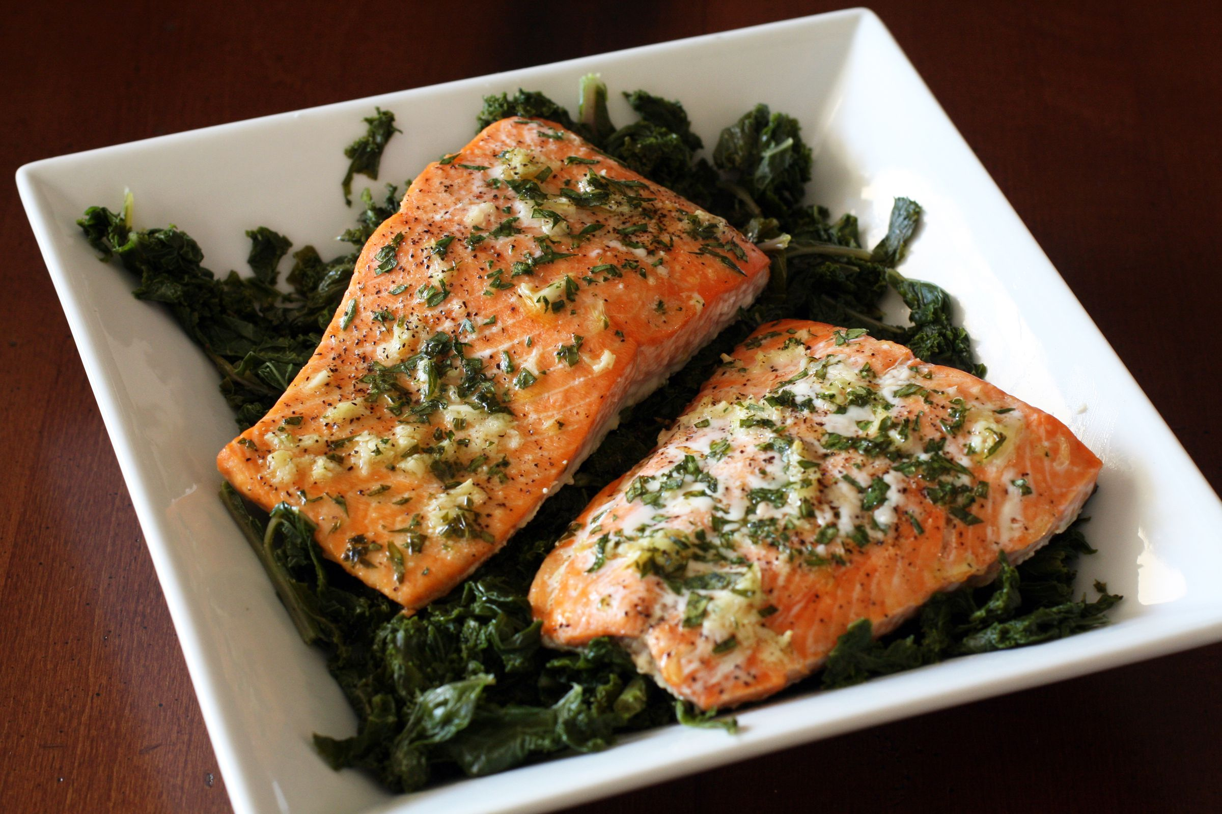 Kosher lemon garlic baked salmon fillet recipe simple baked salmon with garlic and parsley ccuart Image collections