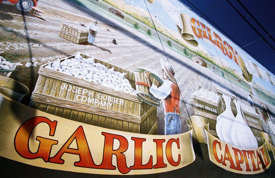 Sign proclaiming Gilroy as garlic capital of world.