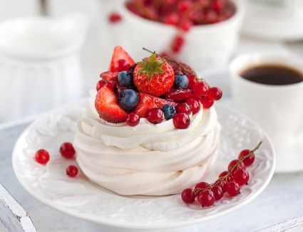 14 easy australian and new zealand recipes whip up a traditional pavlova dessert forumfinder Choice Image