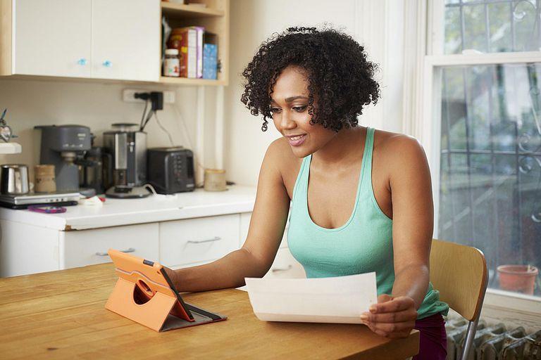 women-budgeting-successfully.jpg