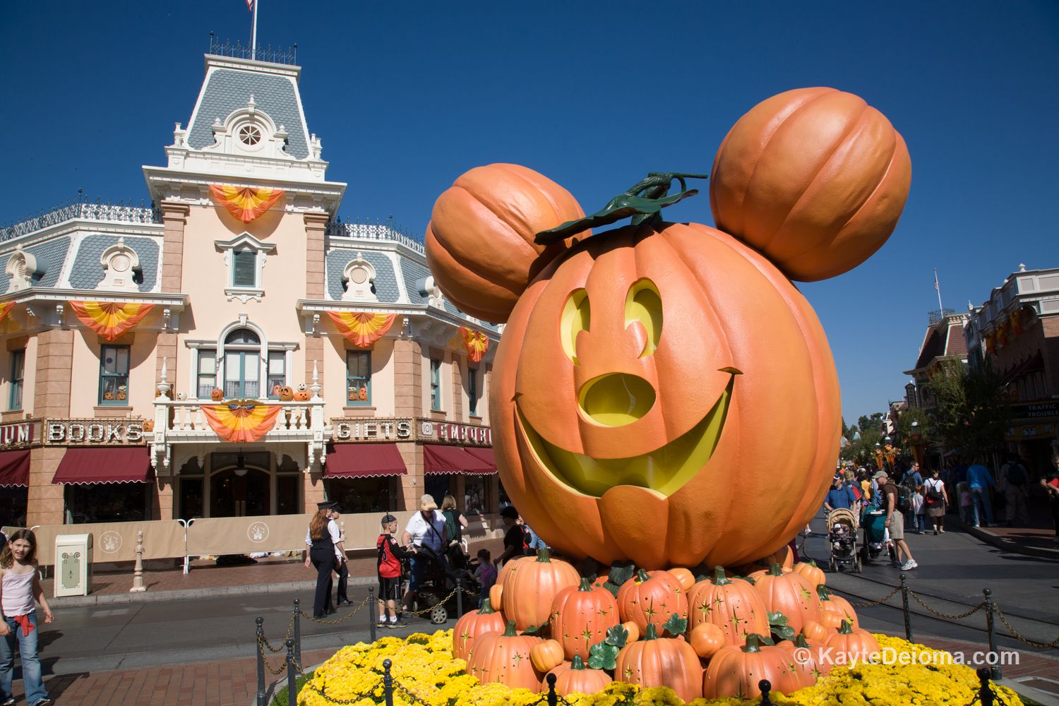Happiest States In America 2016 Disney S Halloween Time And Mickey S Halloween Party 2016