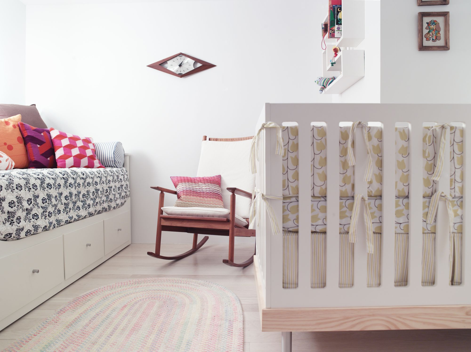 7 modern nursery chairs for less for Modern nursery images