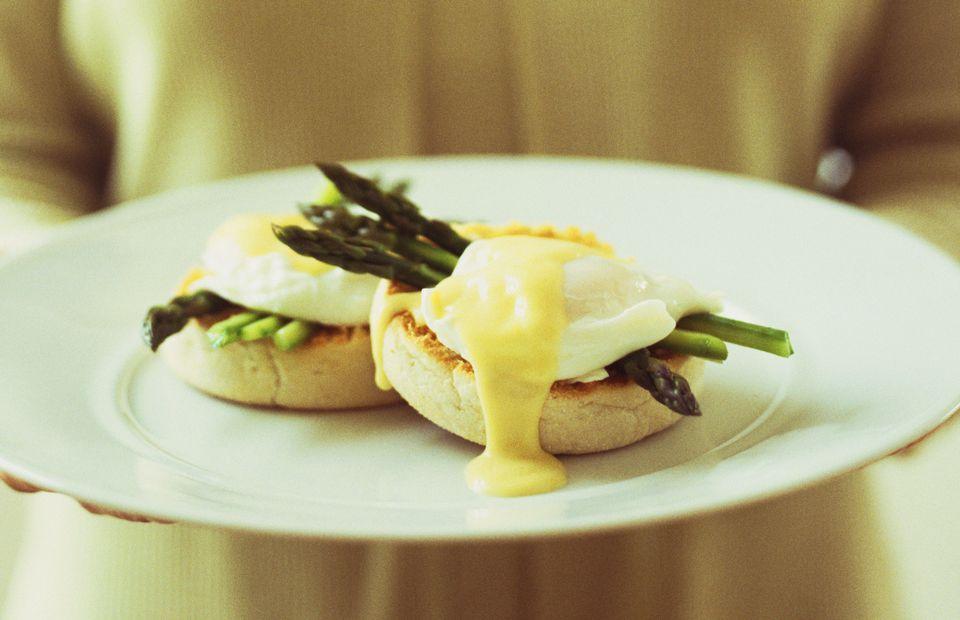 asparagus-hollandaise-egg