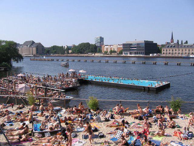 Berlin Badeschiff.jpg