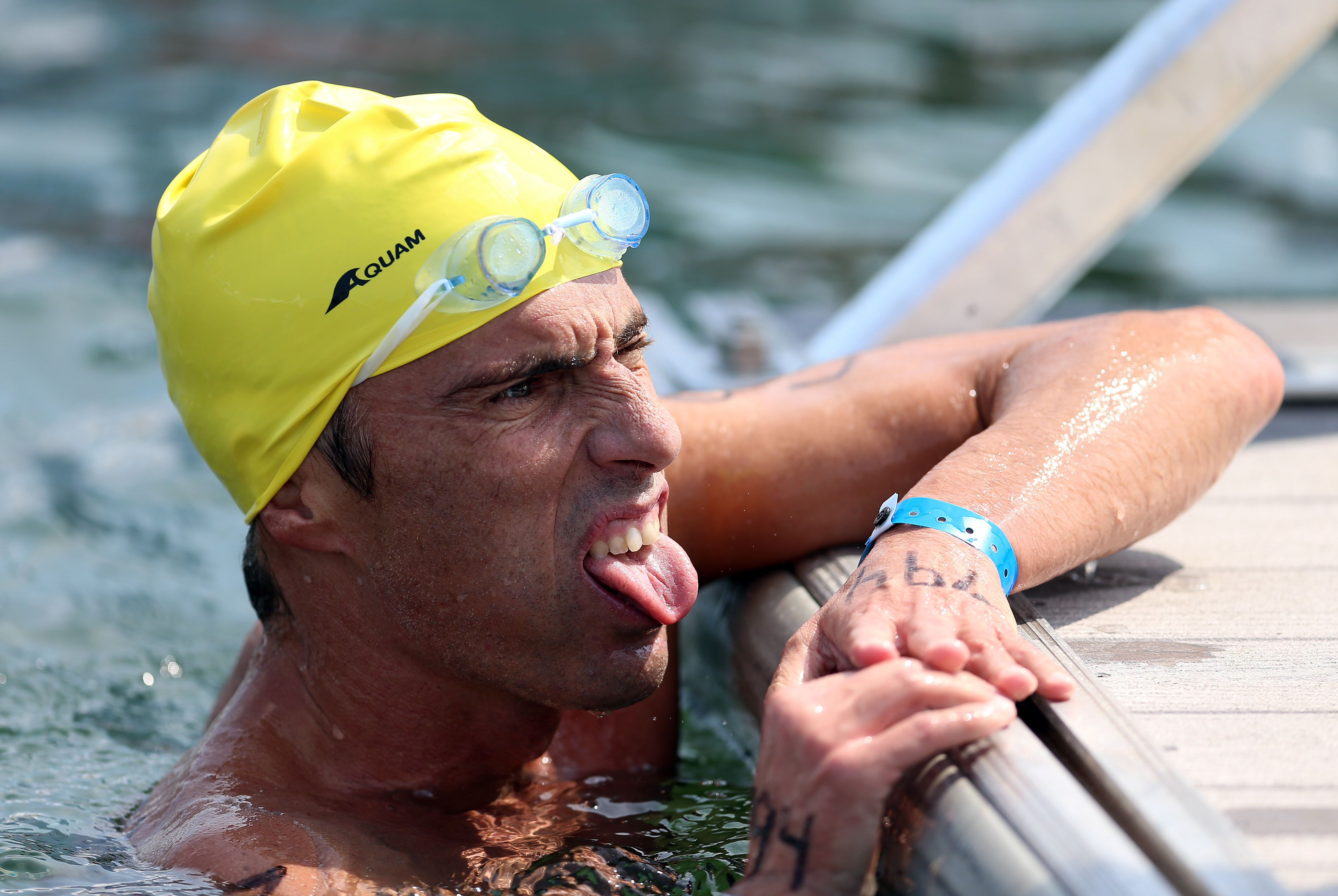 a general guide to motivating adults and teaching them to swim