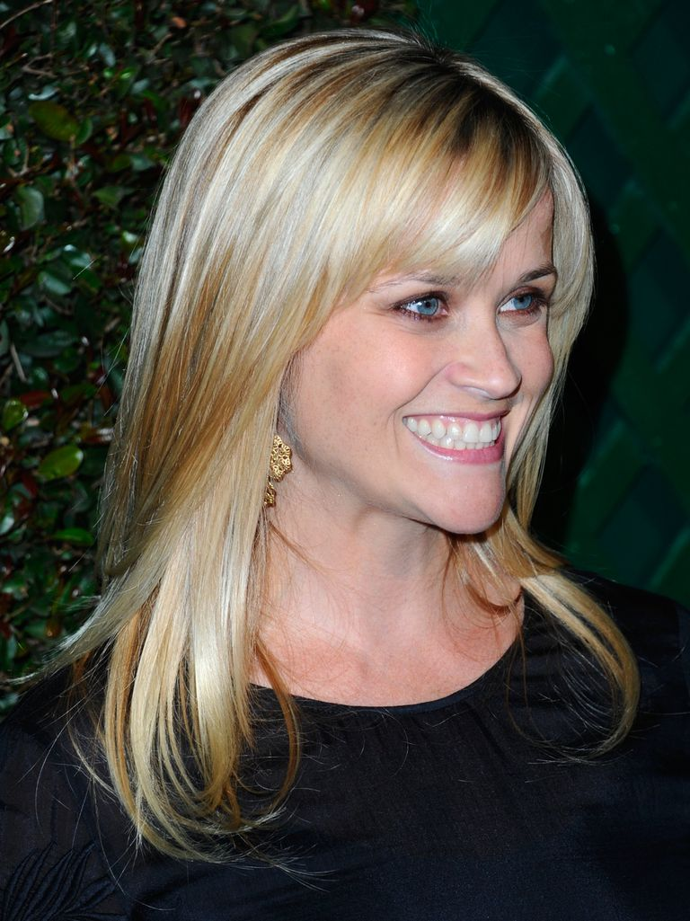 20 photos of hairstyles with gorgeous side-swept bangs