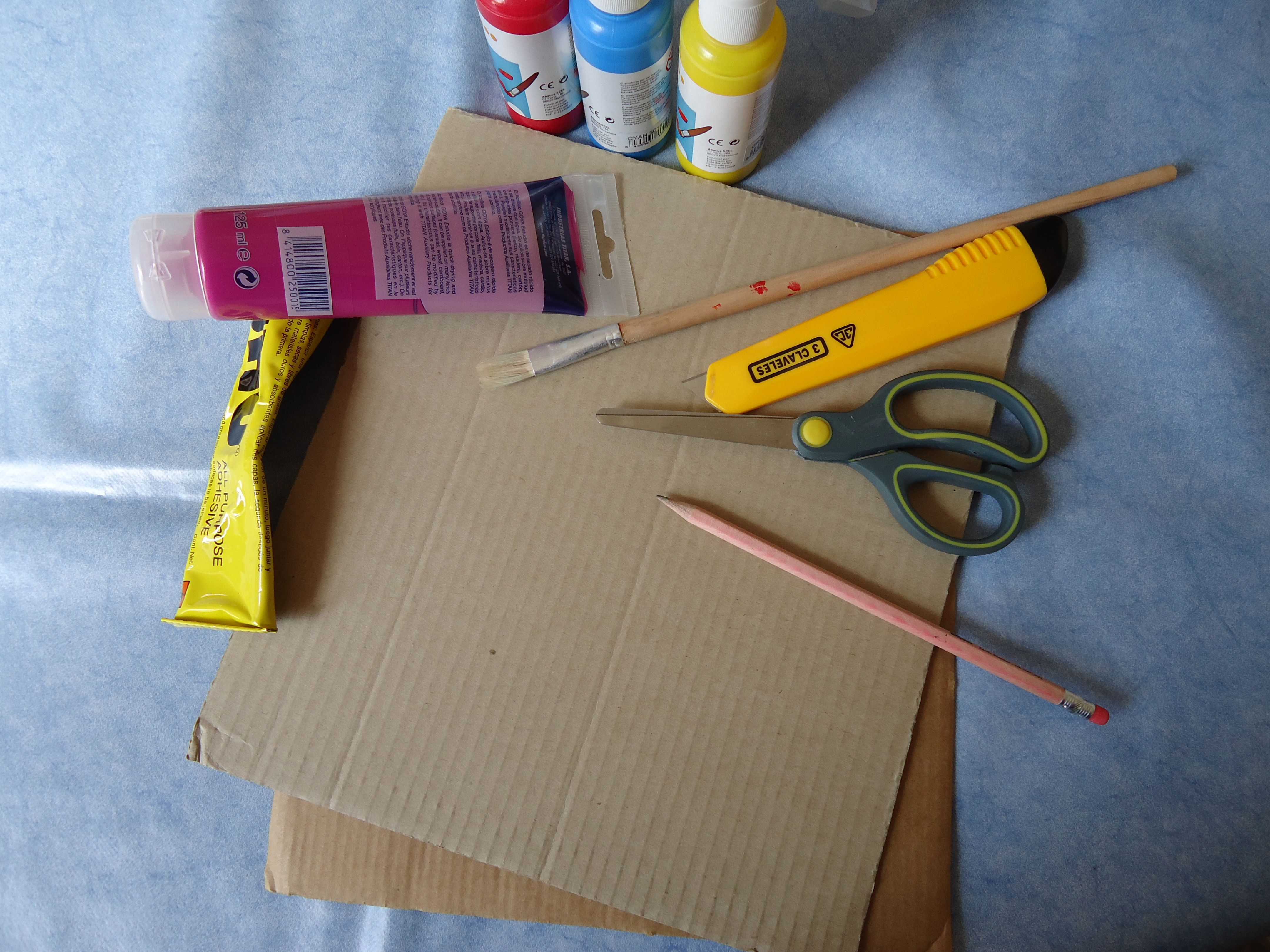 Paso a paso para hacer un portarretratos de cartón