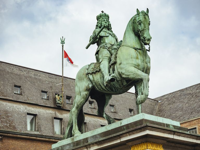 Germany, Duesseldorf, Equestrian Statue of Jan Wellem in front of town hall