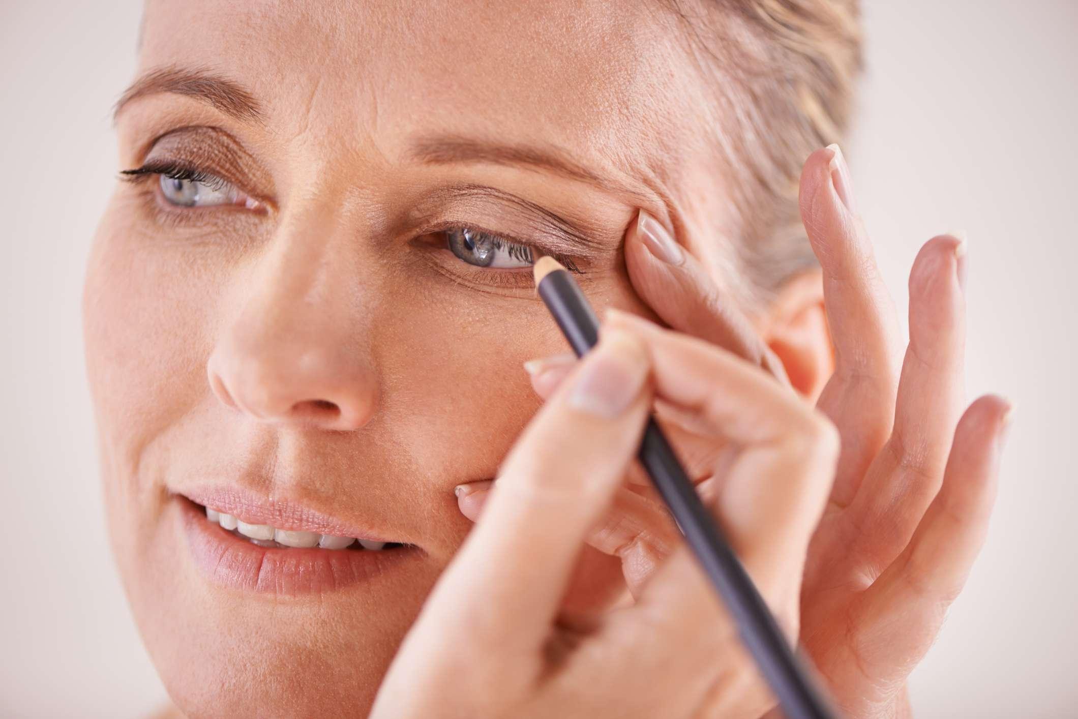 25 Makeup Tips To Look Beautiful Over 50