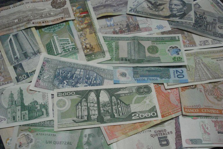Money from Mexico and Central America to illustrate a lesson on grammatical objects