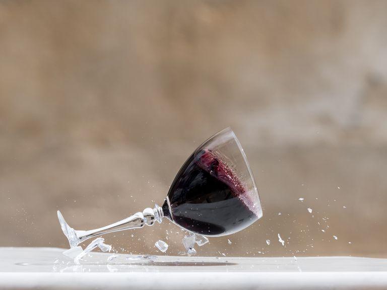 Copa de vino cayendo