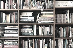 A bookshelf filled with books.