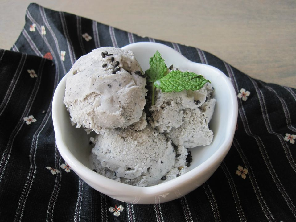 Black-Sesame-Ice-Cream-1.jpg