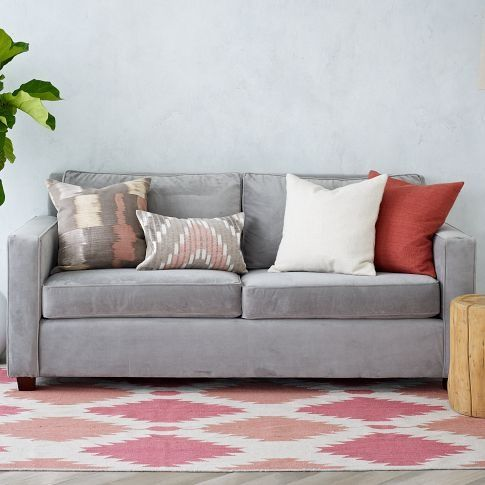 6 errores comunes al decorar con alfombras for Decoracion encima sofa