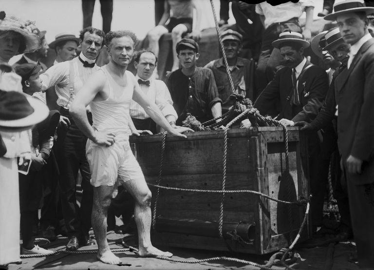 Harry Houdini Stunt