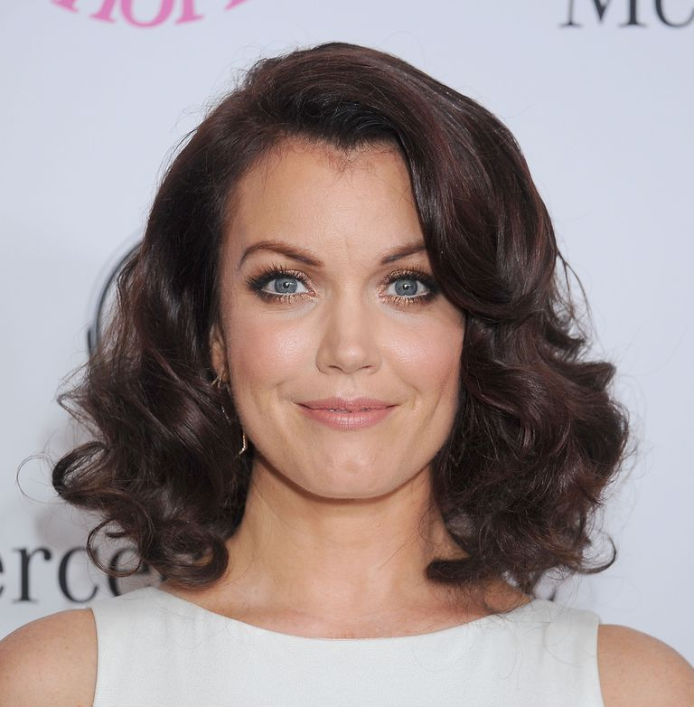 How to nail the medium length hair trend bellamy youngs wavy shoulder length hair bellamy young with curly hair urmus Images